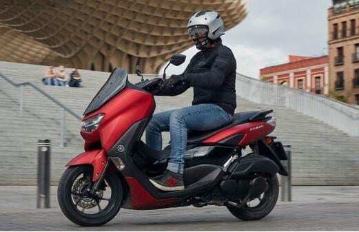 Essai Motorbike : Yamaha NMAX 125 avec casque ELEKTRON Astone Helmets